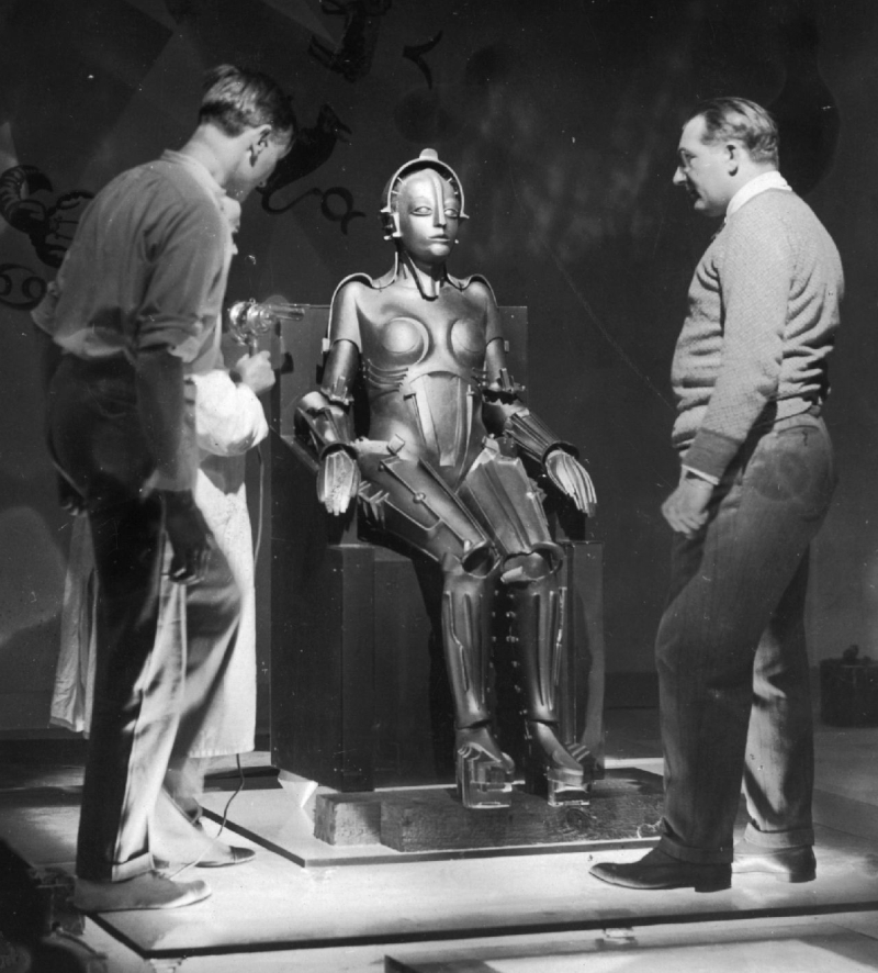 circa 1926:  Director Fritz Lang (1890 - 1976, right) and crew members inspect the robot from the film 'Metropolis', which is made to resemble the saintly Maria.  (Photo by Hulton Archive/Getty Images)
